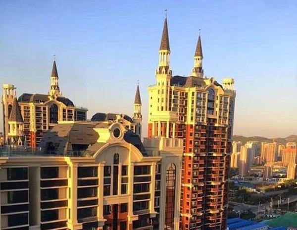 Nóng trên mạng: Trường Hogwarts của Harry Potter lơ lửng trên bầu trời Trung Quốc? ảnh 4