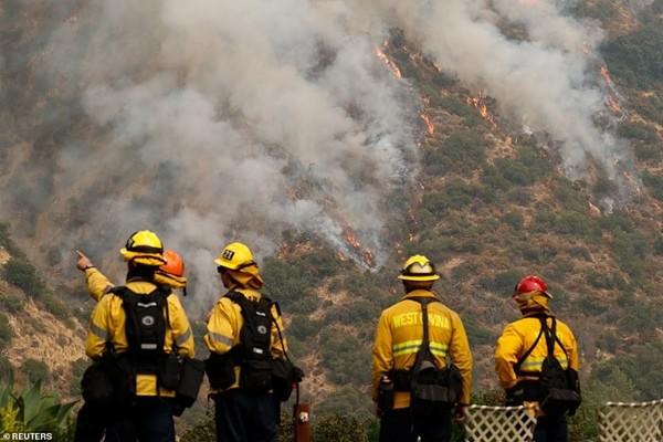 """VIDEO: Ghi được hình ảnh """"lốc xoáy lửa"""" kinh hoàng, nhiều người bảo giống như ngày tận thế ảnh 3"""