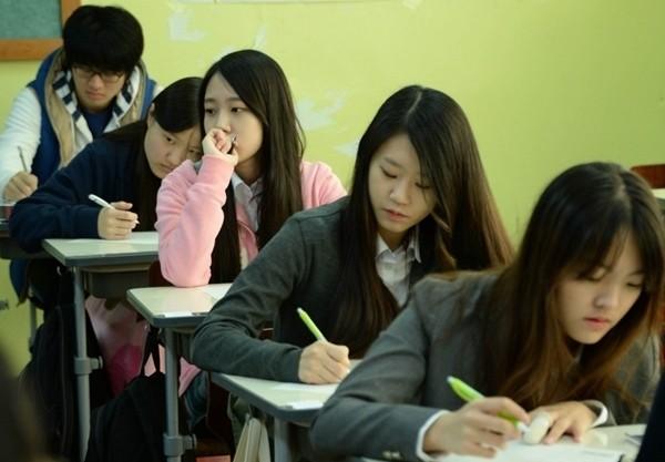 Hàn Quốc tặng tiền điện thoại cho người trên 13 tuổi nhưng tại sao lại bị phản đối? ảnh 2