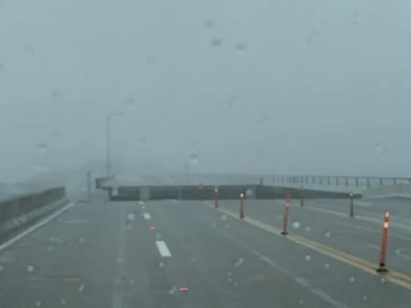 Cơn bão Sally kỳ lạ ở Mỹ: Di chuyển siêu chậm, lặng lẽ cuốn bay một đoạn cây cầu bê-tông ảnh 1