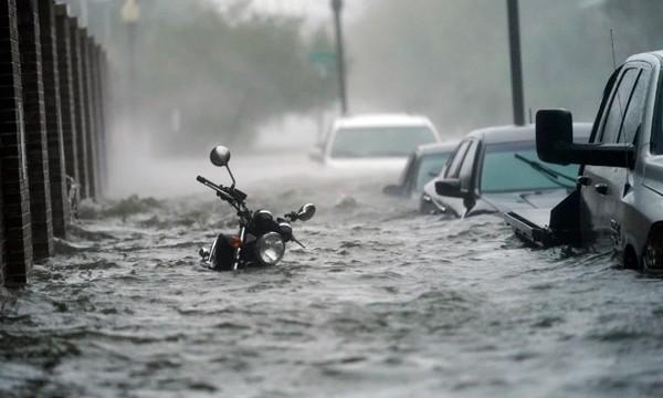 Cơn bão Sally kỳ lạ ở Mỹ: Di chuyển siêu chậm, lặng lẽ cuốn bay một đoạn cây cầu bê-tông ảnh 3