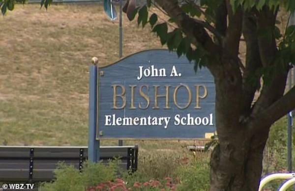 Học sinh lớp 4 bị nhà trường bắt ra về vì hắt xì đúng hai cái, tạm cấm không được đến lớp ảnh 3