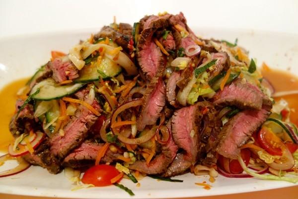 Hay ăn thịt bò tái, một người bị đau bụng và tự rút con sán dài hơn 5 mét từ người mình ra ảnh 3