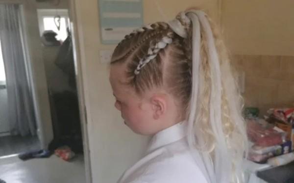 Chỉ nối tóc và tết tóc mà cũng bị nhà trường bắt gỡ ra, một học sinh nữ bật khóc vì ấm ức ảnh 1