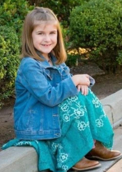 Cô bé 8 tuổi bị phạt nhảy liên tục trên bạt lò xo, không được ăn uống đến tận lúc ngã gục ảnh 2