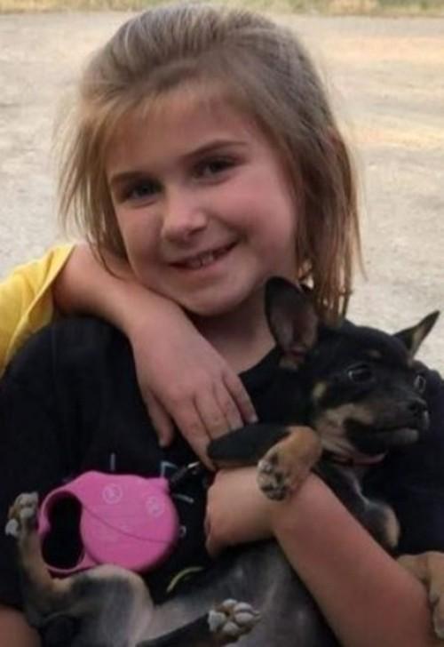 Cô bé 8 tuổi bị phạt nhảy liên tục trên bạt lò xo, không được ăn uống đến tận lúc ngã gục ảnh 3