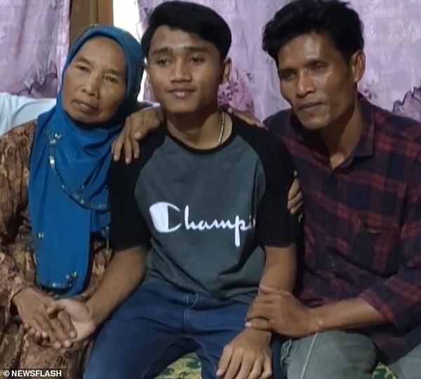 Bị bắt cóc từ khi 5 tuổi, đến khi 17 tuổi tự tìm được gia đình mình nhờ Google Maps ảnh 2
