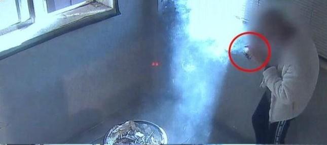 Thanh niên hút 100 điếu thuốc khiến ai cũng tưởng hỏa hoạn, mà lý do thì không ai ngờ tới ảnh 1