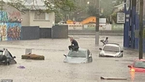 """Bão lớn dường như đang ở khắp nơi: """"Mây xoắn thừng"""" ở Úc, cảnh báo cực nguy hiểm ở Anh ảnh 2"""