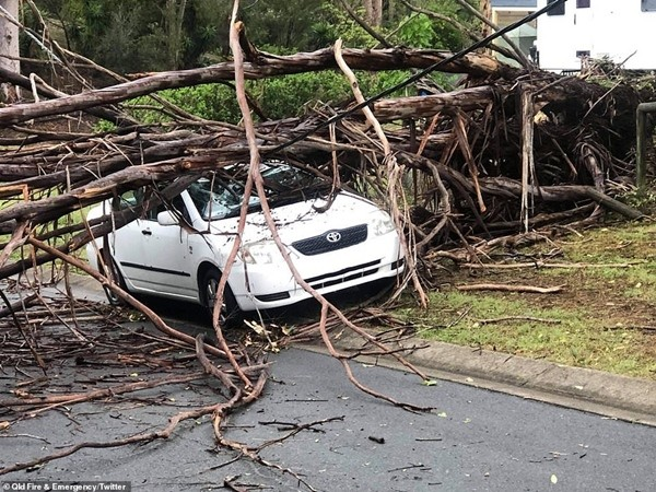 """Bão lớn dường như đang ở khắp nơi: """"Mây xoắn thừng"""" ở Úc, cảnh báo cực nguy hiểm ở Anh ảnh 3"""