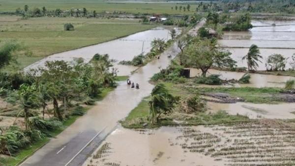 Áp thấp đã mạnh lên thành bão Goni, nguy cơ thành bão dữ, tiếp tục hướng tới Việt Nam ảnh 2