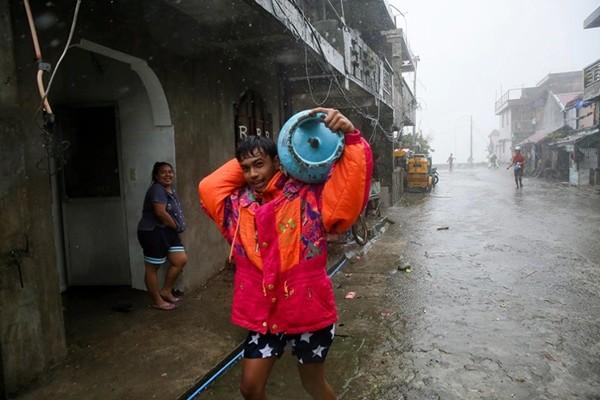 Bão VAMCO mạnh lên khiến Philippines lại phải sơ tán dân, dự báo vào Việt Nam ngày 15/11 ảnh 2