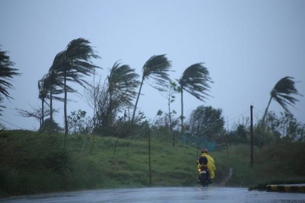 Bão VAMCO mạnh lên khiến Philippines lại phải sơ tán dân, dự báo vào Việt Nam ngày 15/11 ảnh 1