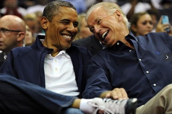 Ông Joe Biden từng tặng chiếc vòng ghép hai cái tên này cho ai mà khiến netizen ngưỡng mộ? ảnh 5