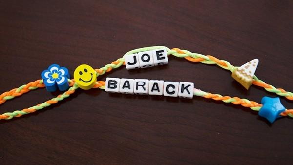 Ông Joe Biden từng tặng chiếc vòng ghép hai cái tên này cho ai mà khiến netizen ngưỡng mộ? ảnh 1