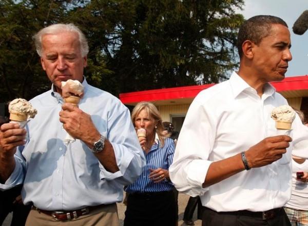 Ông Joe Biden từng tặng chiếc vòng ghép hai cái tên này cho ai mà khiến netizen ngưỡng mộ? ảnh 4