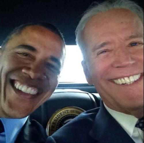 Ông Joe Biden từng tặng chiếc vòng ghép hai cái tên này cho ai mà khiến netizen ngưỡng mộ? ảnh 3