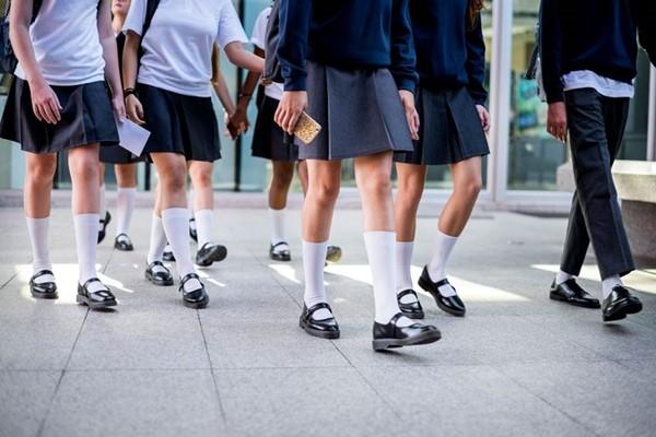 Nhiều trường học ở Nhật bị chỉ trích vì quy định và kiểm tra màu... đồ lót của học sinh ảnh 2