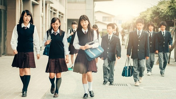 Nhiều trường học ở Nhật bị chỉ trích vì quy định và kiểm tra màu... đồ lót của học sinh ảnh 1