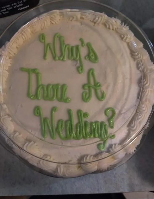 Nhận được bánh bạn gửi tặng sinh nhật, cô gái bất ngờ khi thấy dòng chữ khó hiểu trên bánh ảnh 3