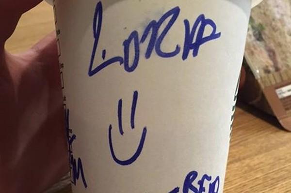 """Nhân viên Starbucks gửi """"lời nhắn bí mật"""" cho khách trên cốc đồ uống, và cái kết bất ngờ ảnh 3"""