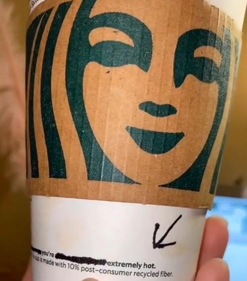 """Nhân viên Starbucks gửi """"lời nhắn bí mật"""" cho khách trên cốc đồ uống, và cái kết bất ngờ ảnh 2"""