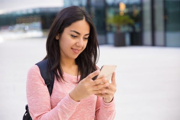 Một học sinh bỗng nhiên bị mù, bị cho là do ảnh hưởng của bức xạ từ điện thoại di động? ảnh 3