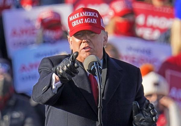 Tổng thống Trump chưa chịu nhượng bộ nhưng cửa hàng quà tặng của Nhà Trắng thì lại khác ảnh 3
