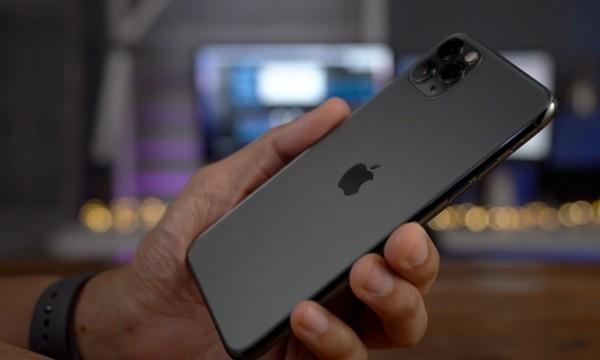 Trong khi mọi người đi mua iPhone 12, có người mua iPhone 11 giảm giá và gặp cái kết đắng ảnh 1