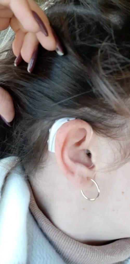 Cứ tưởng dầu gội chảy vào làm đau tai, nhưng cô gái này bỗng nhiên không nghe thấy gì nữa ảnh 1
