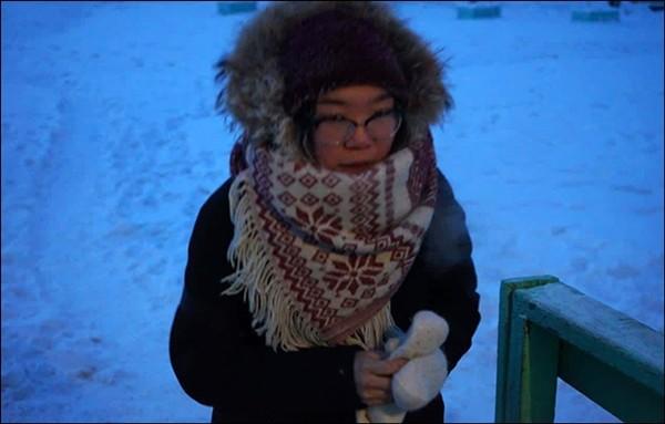 Trường học lạnh nhất thế giới: Học sinh chỉ được nghỉ khi nhiệt độ giảm sâu dưới mức này ảnh 1