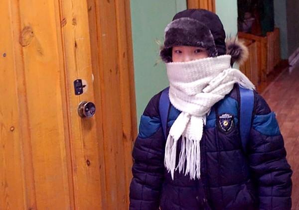 Trường học lạnh nhất thế giới: Học sinh chỉ được nghỉ khi nhiệt độ giảm sâu dưới mức này ảnh 2