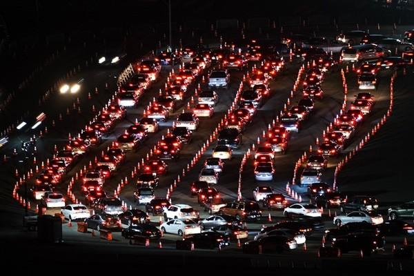 """Mỗi phút có thêm 10 người nhiễm virus: Điều gì khiến Los Angeles trở thành """"điểm nóng kinh hoàng"""" như vậy? ảnh 2"""