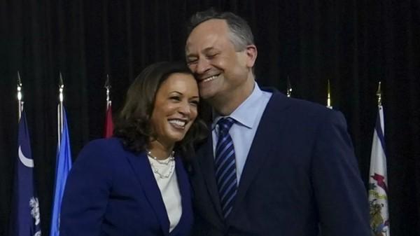 Phó Tổng thống đắc cử Kamala Harris nhắc lại buổi hẹn hò đầu tiên, bà có lời khuyên gì về việc chọn người yêu? ảnh 3