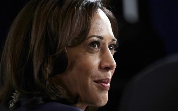 Phó Tổng thống đắc cử Kamala Harris nhắc lại buổi hẹn hò đầu tiên, bà có lời khuyên gì về việc chọn người yêu? ảnh 2