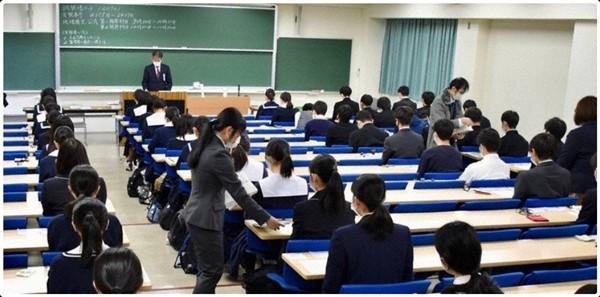 Thí sinh đầu tiên ở Nhật bị đánh trượt trong kỳ thi tuyển sinh đại học vì đeo khẩu trang không đúng cách ảnh 2