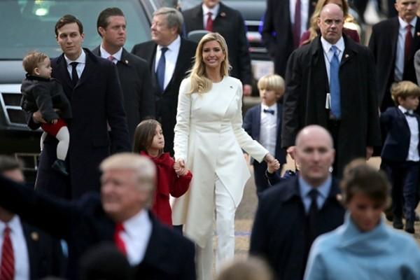 Thời trang trong Lễ Nhậm Chức Tổng thống Mỹ: Ý nghĩa đằng sau màu sắc trang phục của những người tham dự ảnh 4