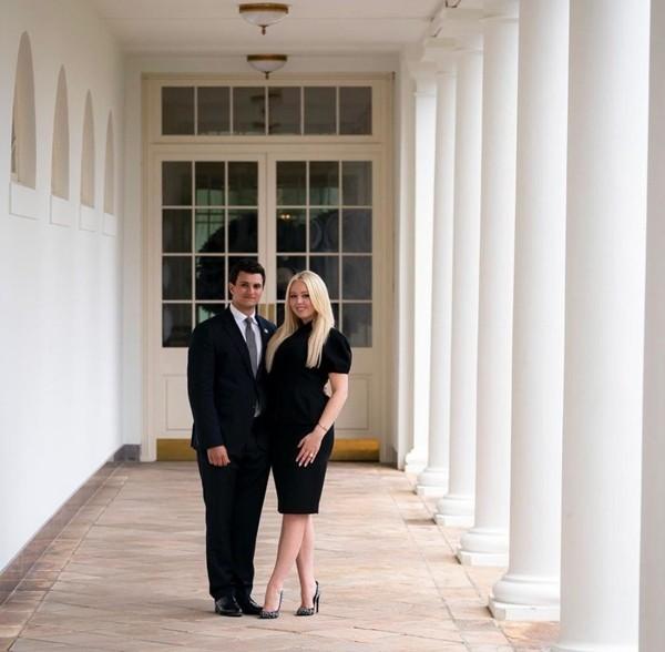 """Con gái Tổng thống Trump gây chú ý vì chọn lúc bố sắp rời nhiệm sở để thông báo """"tin vui"""" ảnh 1"""