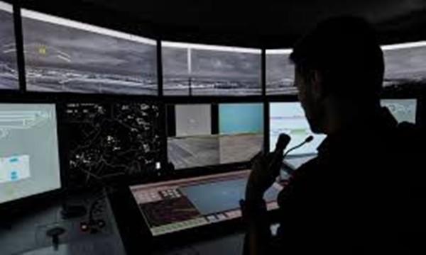 Chuyện thật như đùa: Giả làm kiểm soát viên không lưu suốt 6 tháng, điều cả máy bay cảnh sát bay lung tung ảnh 1