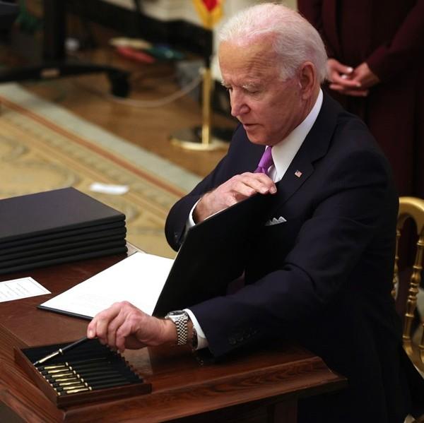 """""""Bí ẩn"""" về chiếc đồng hồ gây tò mò của Tổng thống Biden: Có phải đồng hồ của người con trai đã mất? ảnh 1"""
