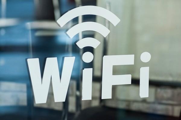 Lo sợ bức xạ có hại cho sức khỏe, một gia đình viết thư yêu cầu hàng xóm tắt Wifi ảnh 1