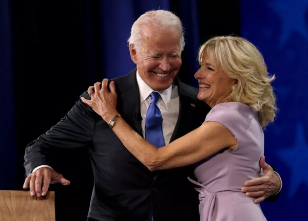 """Vợ chồng Tổng thống Mỹ Joe Biden lần đầu chia sẻ """"bí quyết 70/30"""" gìn giữ tình yêu gần 50 năm ảnh 3"""