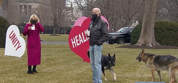 """Valentine ở Nhà Trắng: Tổng thống Mỹ Joe Biden tiết lộ quà Valentine """"kỳ cục"""" của Phu nhân ảnh 1"""