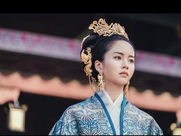 """Tranh cãi gay gắt xoay quanh việc """"bộ hanbok Kim So Hyun mặc là trang phục Trung Quốc"""" ảnh 2"""