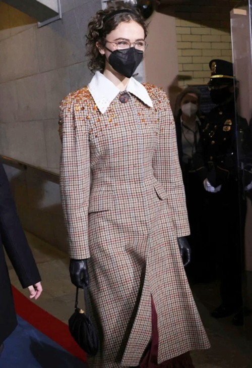 """Con gái Phó Tổng thống Mỹ Kamala Harris """"gây bão"""" làng thời trang chỉ sau một lần xuất hiện ảnh 3"""
