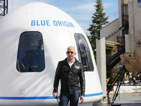 """Hai người giàu nhất thế giới đối đầu: Elon Musk phản pháo khi bị phía Jeff Bezos bảo """"thích nổi tiếng"""" ảnh 3"""