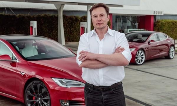 """Hai người giàu nhất thế giới đối đầu: Elon Musk phản pháo khi bị phía Jeff Bezos bảo """"thích nổi tiếng"""" ảnh 2"""
