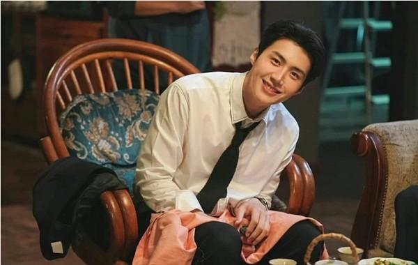 """Fan của """"nam phụ quốc dân"""" Kim Seon Ho (Start-Up) đề nghị tiệm pizza in hình idol lên hộp, ai ngờ được đồng ý ảnh 1"""