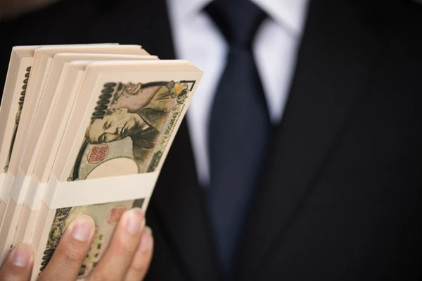 Nhật Bản: Một người bí ẩn đem bọc tiền đến tặng các trường học rồi biến mất không dấu vết ảnh 1