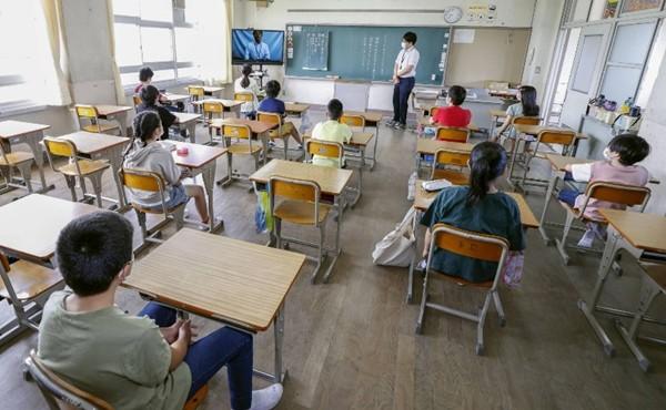 Nhật Bản: Một người bí ẩn đem bọc tiền đến tặng các trường học rồi biến mất không dấu vết ảnh 2